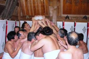 茂侶神社『ヂンガラ餅行事』