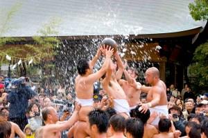 筥崎宮『玉取祭(玉せせり)』(福岡市)