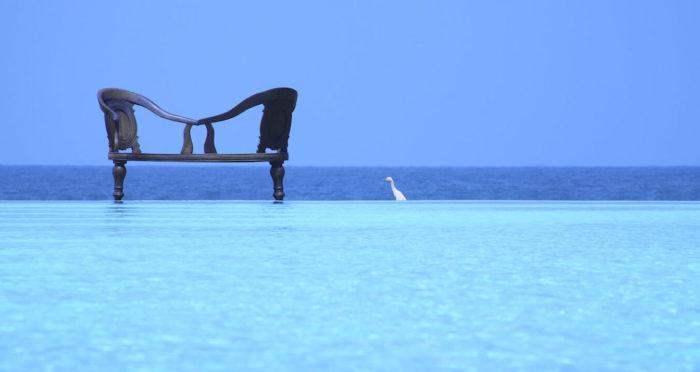 スリランカの建築家バワ設計のインフィニティプール