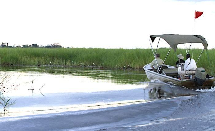 モーターボートで行くオカバンゴ川