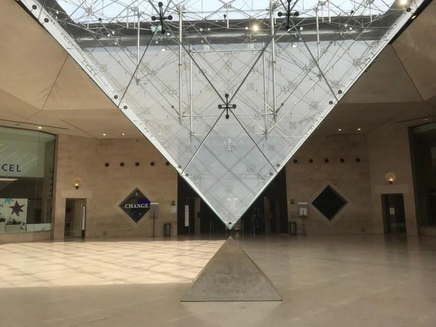 ルーブル宮の逆ピラミッド