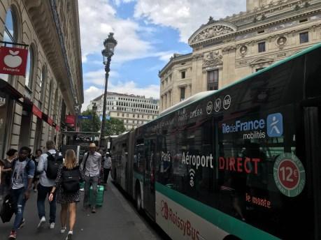 オペラ座裏に到着するロワシーバス