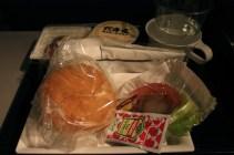 2e repas du voyage, au réveil. Un hamburger à confectionner soi-même. Assez surprenante mais intelligent.