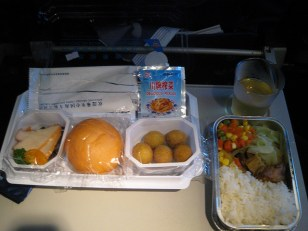 sur le vol Gangzhou/Urumqi (en Chine Ouïghoure) 広州/ウルムチ(新疆自治区)の国内線の機内食