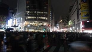 Et la nuit, on économise. Shibuya est tout sombre.