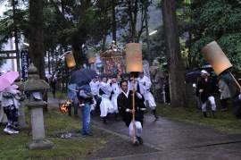福井越前紙祭りFukui Echizen matsuri, sous la pluie