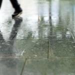 雨に濡れた靴を一晩で乾かす簡単な方法と最速テク!新聞紙はダメ?