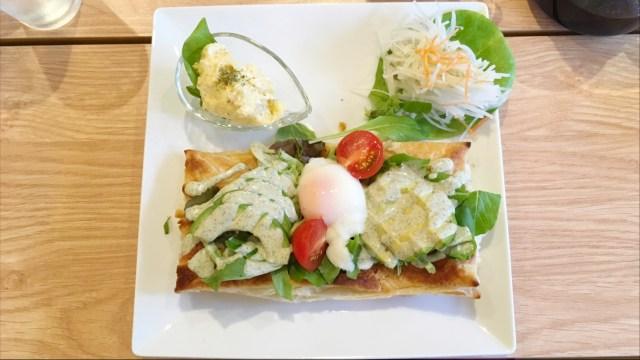 千葉駅近くブローナでハーブ&スパイスたっぷりオープンパイとハーブティー界の新星バタフライピーを堪能♪