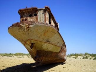 ウズベキスタン アラル海 ムイナク 船の墓場 Uzbekistan Aral Sea Muynak. Cemetary of Ships