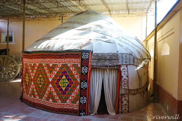 ウズベキスタン ヌクス Uzbekistan Nukus  Jipek Joli Inn