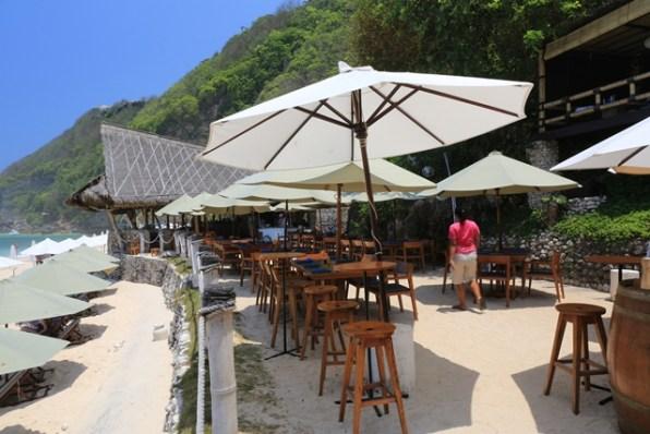 フィンズビーチクラブ内の飲食スペース