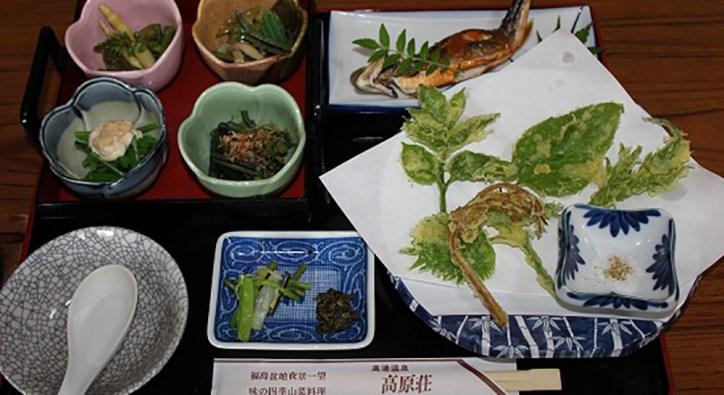 女将さんが自ら摘んで出す高原荘のおいしい山菜料理。秋はキノコが自慢