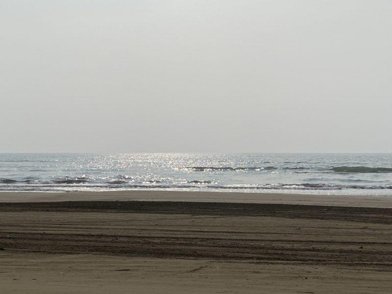 「千里浜なぎさドライブウェイ~日本で唯一砂浜をドライブできる道路~動画あり!」のアイキャッチ画像