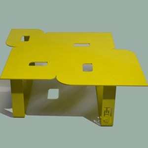 Table basse design seventies jaune