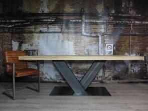 Table Caractère 240x100cm bords droits, chêne brut, pieds central en V brut