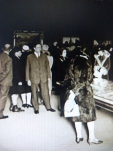 Justin Thannhouser à l'ouverture de l'exposition Paul Gauguin à la Galerie Thannhouser, Berlin, 1928.