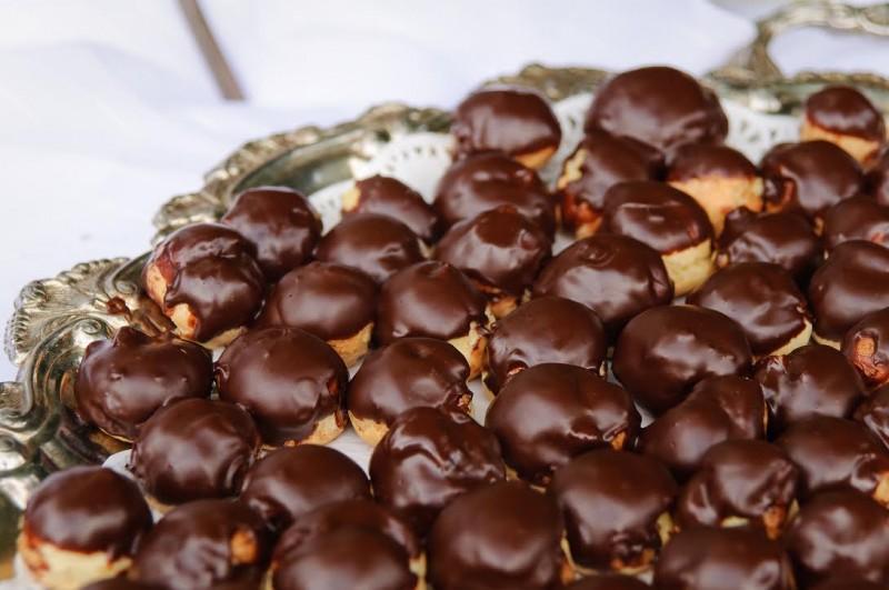 bite-sized cream puffs