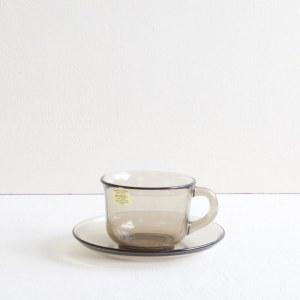 kop en schotel van rookglas