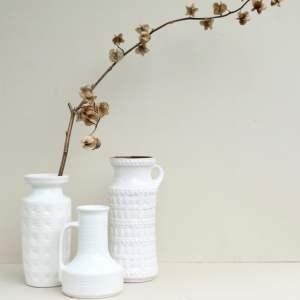 Groep witte vintage vazen