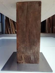 Tavoli ed elementi d'arredo con legni antichi
