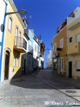 Kleine Gasse in Armacao de Pera / Algarve / Portugal