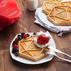 d20-waffle-maker-02