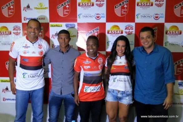 A equipe do presidente Anderson Nóbrega (camisa azul) vem reforçada com o atacante Tuta, o técnico Axel e o capetinha Edilson. O objetivo é subir para terceira divisão.