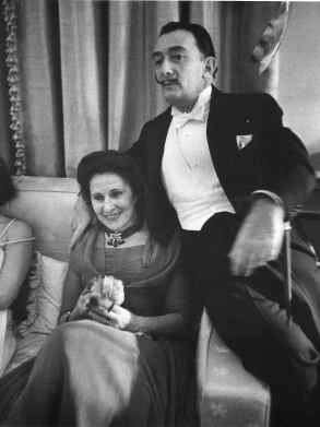 Dali+and+his+wife (1)