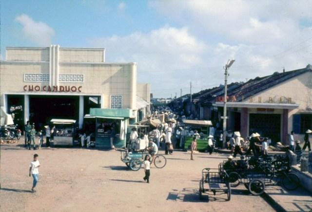 Chợ Cần Đước ở thị trấn Cần Đước, Long An.