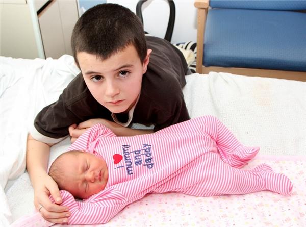 Thế nhưng không ngờ sau khi xét nghiệm DNA, người ta mới biết Alfie không phải là bố của đứa bé.
