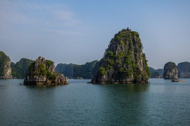 ịnh Hạ Long là điểm đến nổi tiếng thế giới ở Việt Nam. Đây là một trong những địa điểm không thể bỏ qua của du khách khi đến Việt Nam.