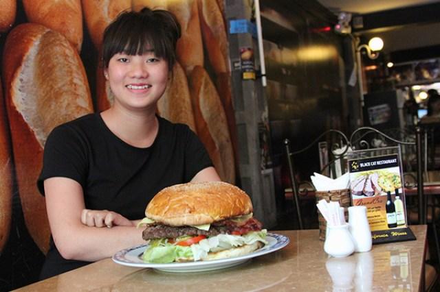 burger-black-cat