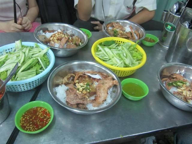 nhung-mon-an-size-khong-lo-cho-khach-hoang-hon_7dd7acd71d