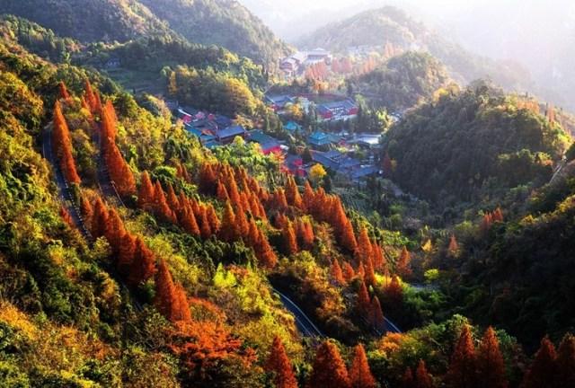Võ Đang còn có cung Nanyan nằm ở một trong những khu vực đẹp nhất trên dãy núi.
