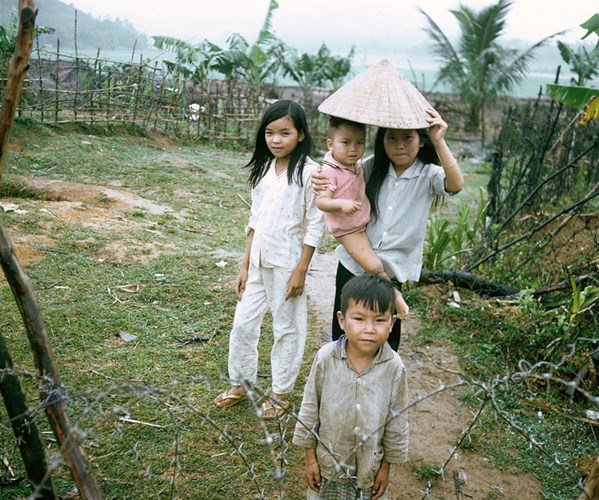 Những đứa trẻ ở xã Hà Thành.