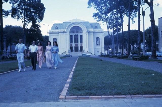 Vườn hoa Công trường Lam Sơn trước nhà Quốc hội.