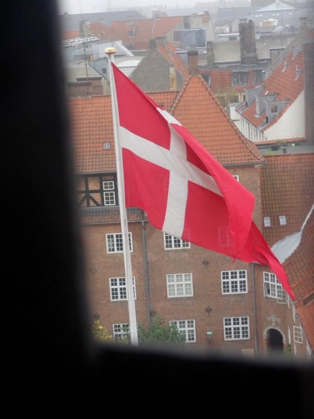 tache de rousseur blog voyage copenhague vue rundetarn drapeau
