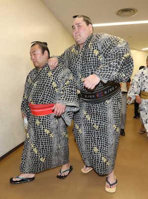 terunofuji-leaning-on-shunba