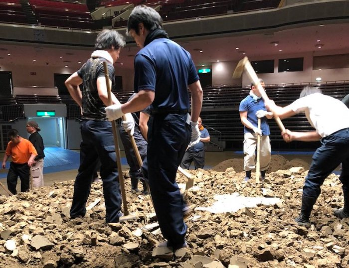 Natsu Dohyo Construction.jpg