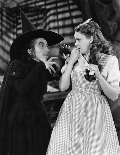 The_Wizard_of_Oz_Margaret_Hamilton_Judy_Garland_1939