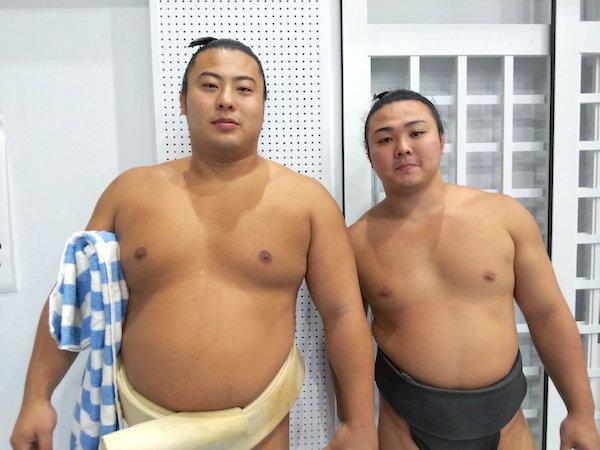 enho-with-tobizaru