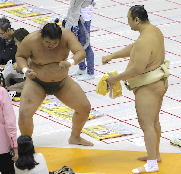 aminishiki-practices-oyakata-skills