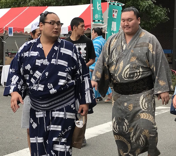 hakuho-barely-walking
