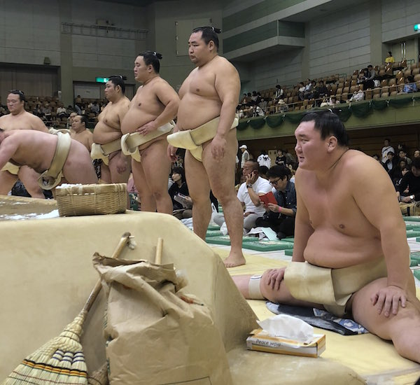 hakuho-stretching
