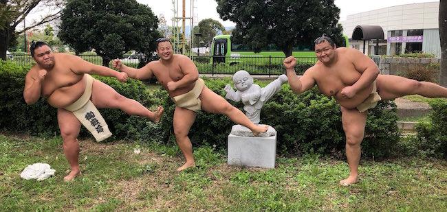 mitakeumi-tobizaru-hokutofuji-statue-2