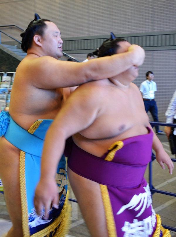 tamawashi-badgering-mitakeumi.jpg?w=600&