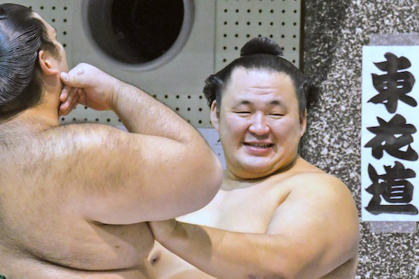 tamawashi-kaisei-ouch-hehehe