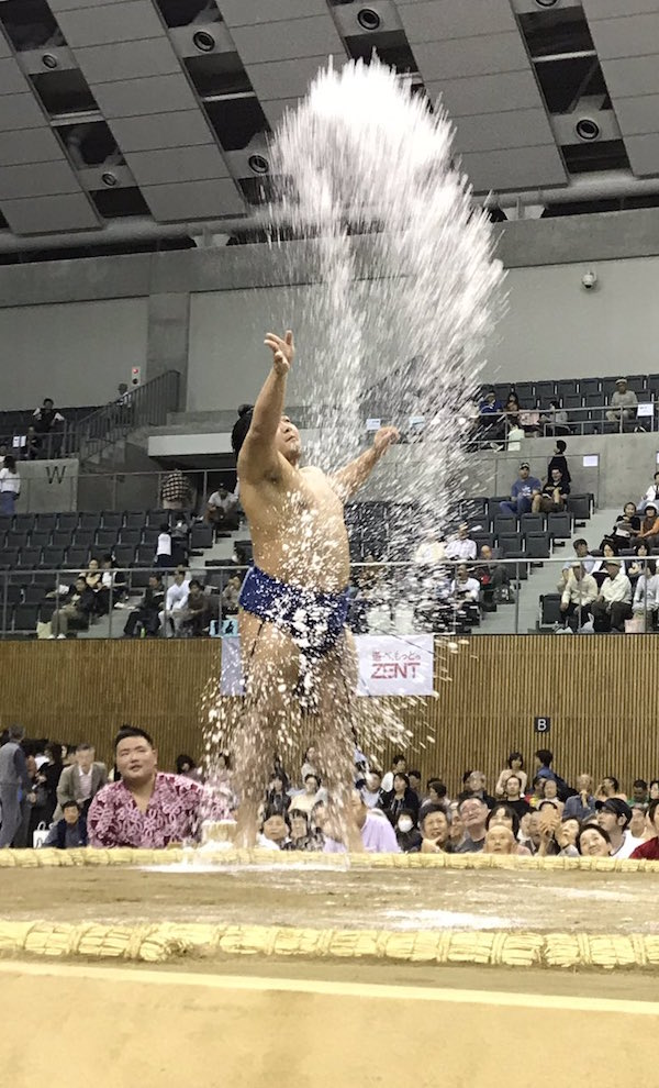 terutsuyoshi-and-his-salt-throw