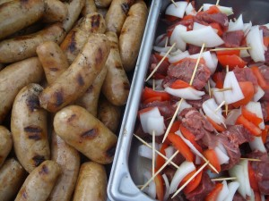 Saussages and beef skewers