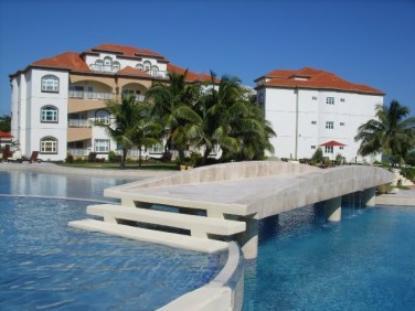 Grand Caribe Ambergris Caye resort